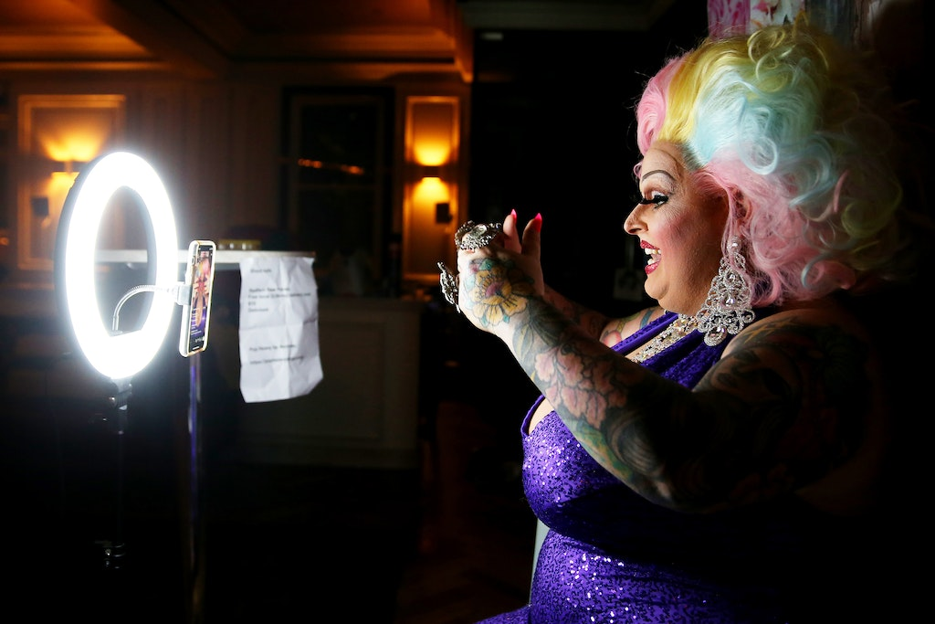 A36O5503_2020051874414790-2 - SYDNEY, AUSTRALIA - MAY 18: Drag performer Maxi Shield chats to her online audience on May 18, 2020 in Sydney, Australia....