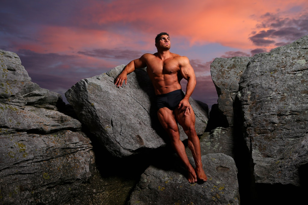 Body Builder Chris Kavvalos Continues Training Regime During Cor - SYDNEY, AUSTRALIA - MAY 31: Chris Kavvalos poses during an early morning photo shoot...
