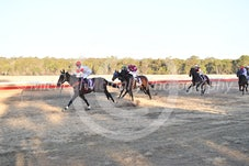 Race 7 Gold Crown