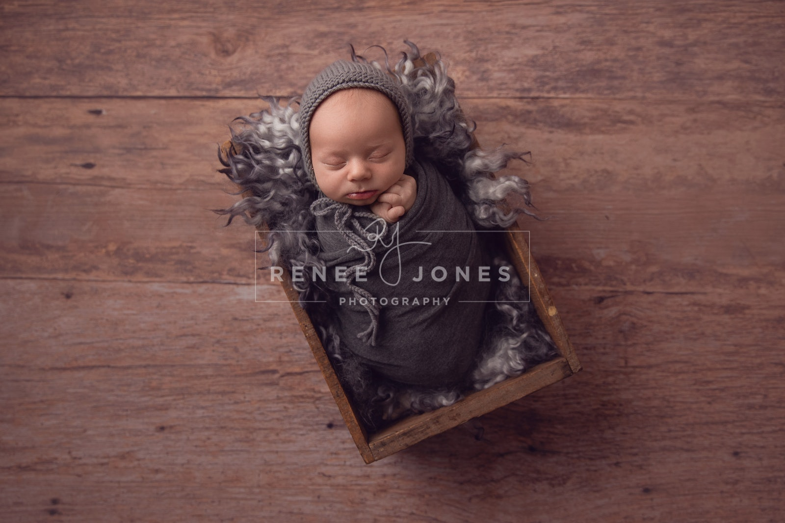 Rustic Baby in crate - Brisbane Newborn Photographer - Newborn baby sleeping in a rustic wooden crate. Brisbane newborn photographer