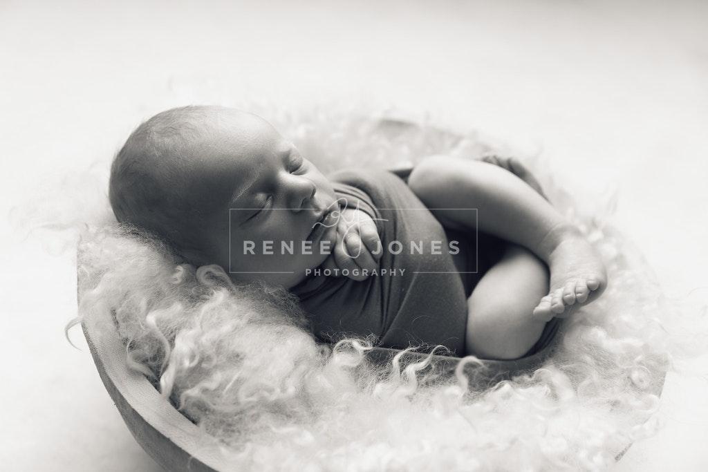 Backlit baby - Brisbane Newborn Photographer - Backlit black and white newborn baby. Brisbane Newborn Photographer