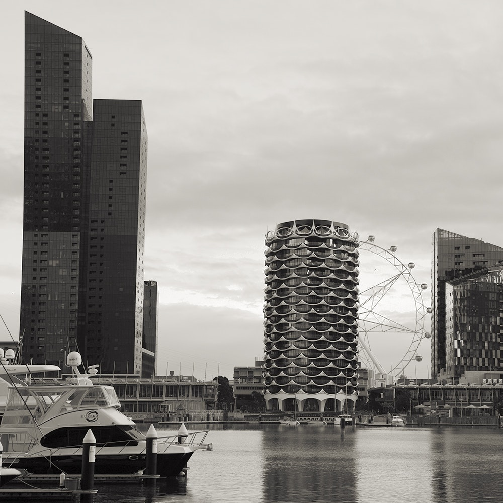 Docklands Apartment and Southern Cross Wheel