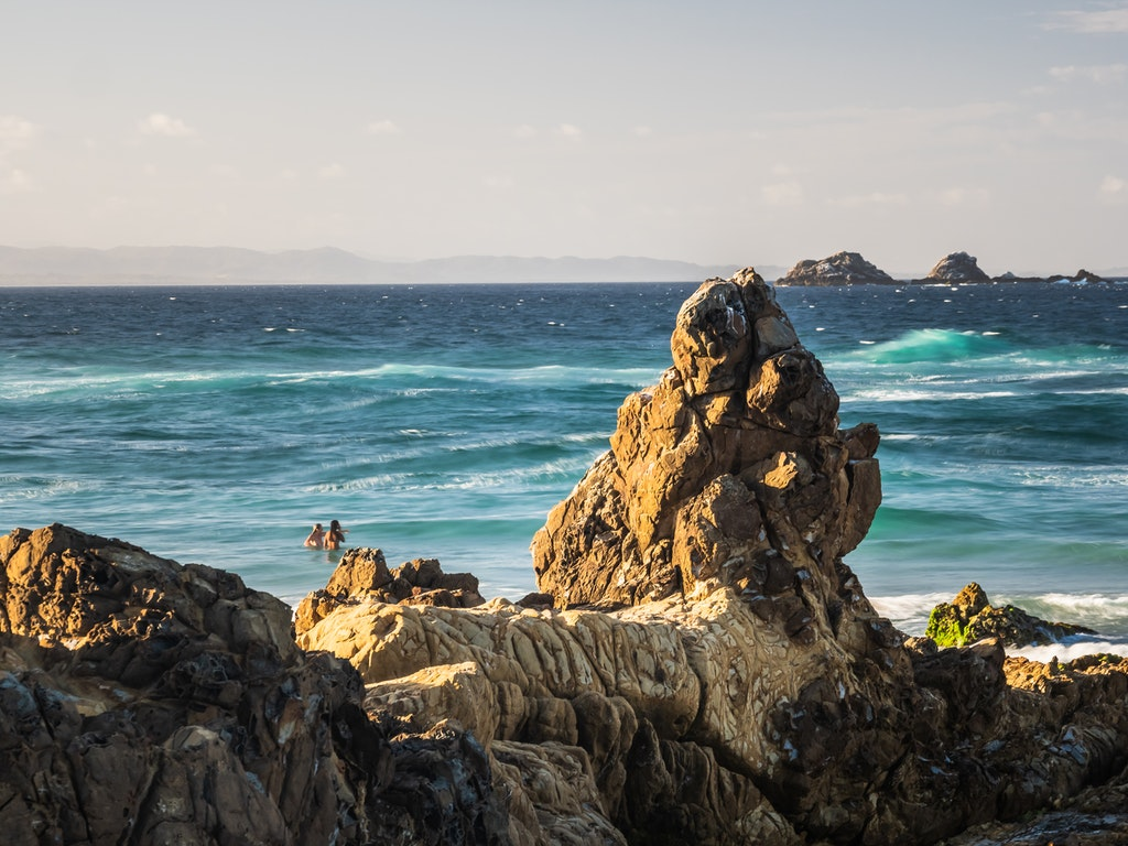 Byron Bay Rocks - The rocky Little Wategos beach sitting underneath the famous Byron Bay Lighthouse.