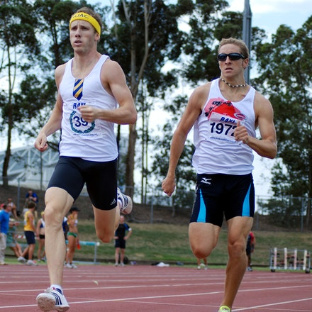 Renshaw and Gurr - Lachlan Renshaw (Sydney University) and James Gurr (UTS Norths) in action in the 800m at the 2010 NSW Club Championships.