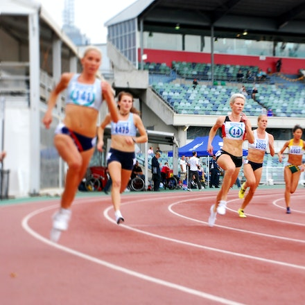Madeleine Pape - Madeleine Pape at the start of the 800m final at the 2010 Victorian Championships.