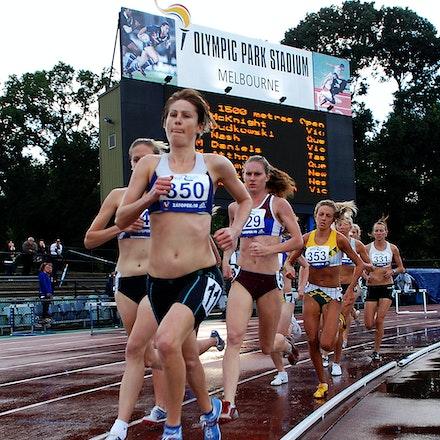 Nikki Molan - The 2009 Zatopek meet held at Olympic Park, Melbourne.