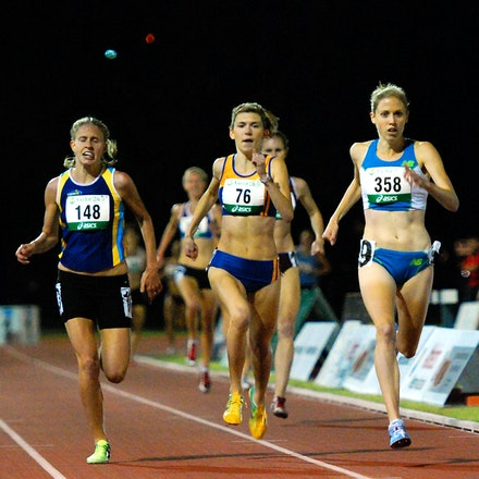 1500m - Kaila McKnight out sprinted Bridey Delaney and Zoe Buckman to win the 2010 Australian 1500m title in a time of 4:17.99.