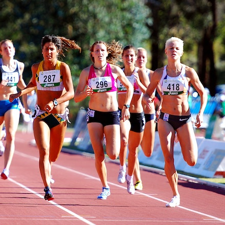 800m - Katherine Katsanevakis sprints to the line ahead of Madeleine Pape and Trychelle Kingdom to take out the 800m at the 2010 Australian Championships...