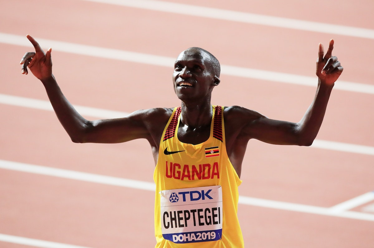 17th IAAF World Athletics Championships Doha 2019 - Day Ten - DOHA, QATAR - OCTOBER 06: Joshua Cheptegei of Uganda celebrates winning gold in the Men's...
