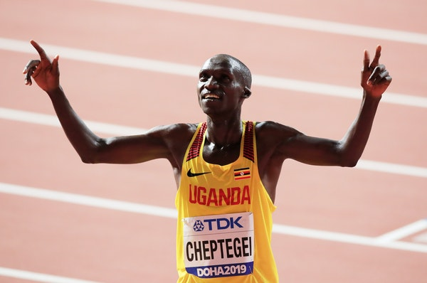 17th IAAF World Athletics Championships Doha 2019 - Day Ten - DOHA, QATAR - OCTOBER 06: Joshua Cheptegei of Uganda celebrates winning gold in the Men's...