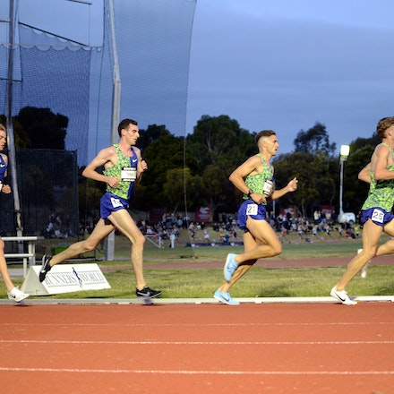 Zatopek:10 2019 - The leaders in the men's 10000m at the 2019 Zatopek:10 at Box Hill Athletics Track.