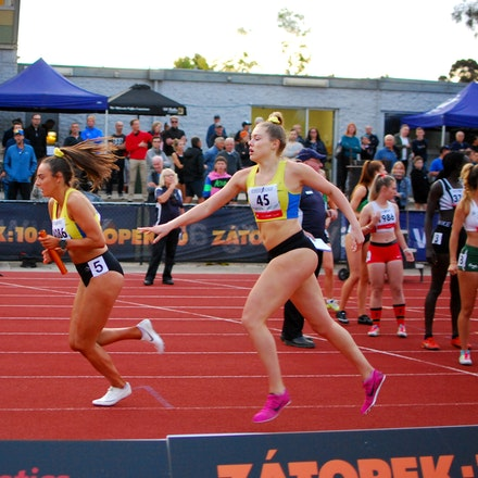 Deakin - Women's 4x400m at Zatopek:10 2019.