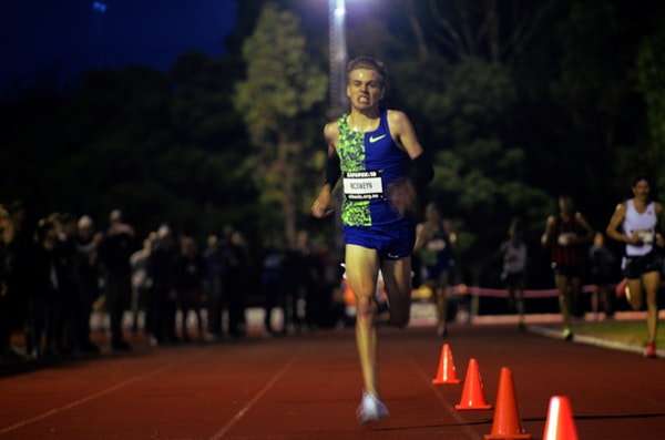Stewart McSweyn - Stewart McSweyn sprints down the straight on the way to setting a new national 10000m record at the 2019 Zatopek:10 meet at Box Hill.