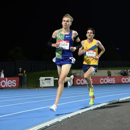 McSweyn and McEntee - 2020 Melbourne Track Classic 5000m. Following Stewart McSweyn when he made his move was a courageous run from Sam McEntee. A steamrolling...