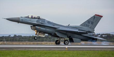 USAF General Dynamics F-16 Fighting Falcon - Avalon