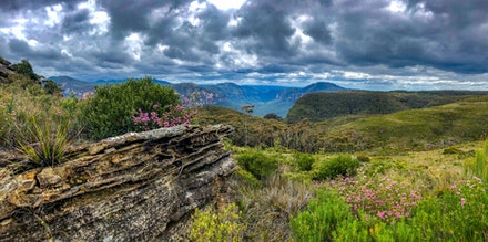 Panorama Lockley's Pylon - The scenery is truely breathtaking looking out into the Grose Valley, from Lockley's Pylon, Blue Mountains National Park.