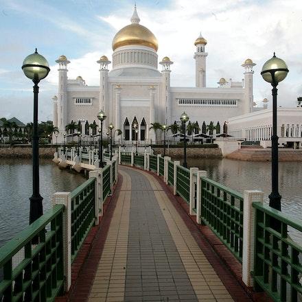 Omar Ali Saifuddien Mosque - The Omar Ali Saifuddien Mosque in Brunei.