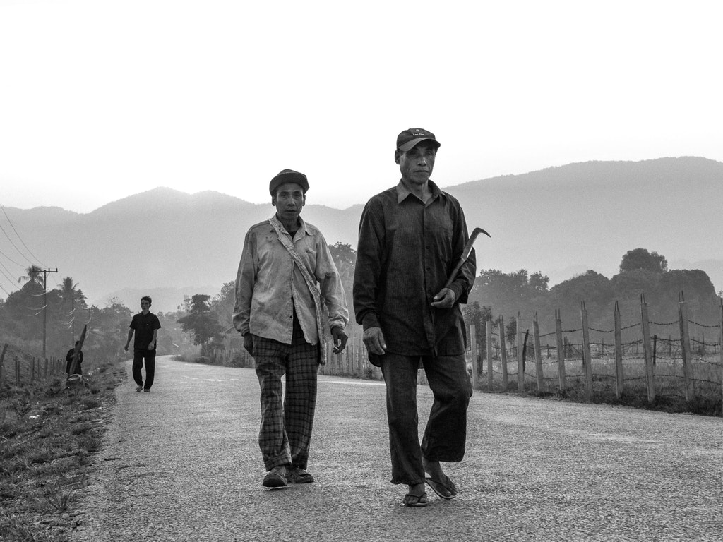 bw-laos-workers